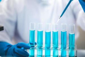 análisis de trabajo de tubos de ensayo