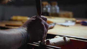 artesanato em madeira esculpida