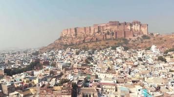 paisagem azul da cidade de jodhpur em torno do forte mehrangarh acima de um penhasco em rajasthan, Índia - imagem panorâmica revelada