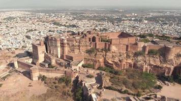 vista majestosa do forte de mehrangarh e da cidade de jodhpur, rajasthan, índia