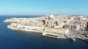 panorama panorâmico do drone da cidade de Valletta, capital de Malta video