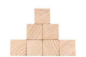 cubos de madera aislado sobre un fondo blanco foto