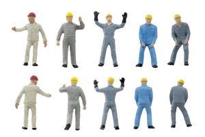 Trabajadores de la construcción en miniatura sobre un fondo blanco. foto