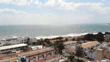 sobrevoar casas à beira-mar junto ao mar praia, albuferia, portugal video