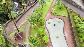 Parc naturel de Ribeira dos caldeiroes parsemé de moulins à eau historiques, cascade en cascade - fusée révélant une photo aérienne