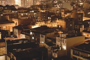 vista nocturna del paisaje de la ciudad de barcelona foto
