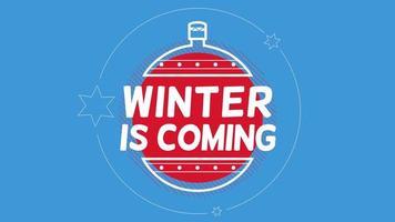 Texto animado closeup inverno está chegando e bola de natal de inverno com neve no fundo azul do feriado