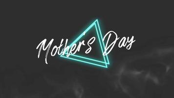 animação texto dia das mães na moda e fundo do clube com triângulos verdes brilhantes