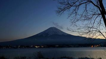 timelapse da montanha Fuji no Japão durante o pôr do sol video