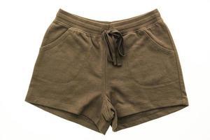 Pantalones cortos deportivos sobre fondo blanco. foto