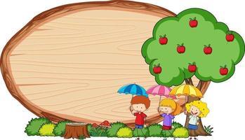 Tablero de madera en blanco en forma ovalada con niños doodle personaje de dibujos animados vector