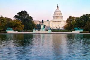 El edificio del Capitolio de los Estados Unidos en Washington DC, EE.UU. foto