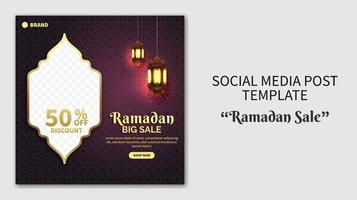 plantilla de publicación de redes sociales de venta de Ramadán realista. banner de promoción web. concepto de diseño de volante para tarjeta de felicitación, cupón, plantilla de publicación de redes sociales para evento islámico