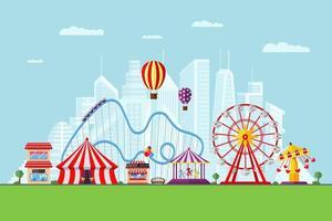 parque de atracciones con circo, carruseles, montaña rusa y atracciones en el fondo de la ciudad moderna. paisaje temático de feria y carnaval. noria y tiovivo festival vector eps ilustración