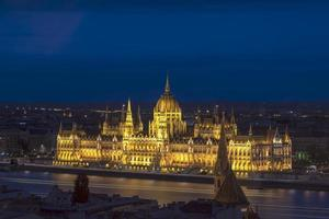 paisaje nocturno del parlamento húngaro