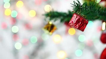 Geschenkbox Weihnachtsdekoration auf Baum