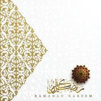 Tarjeta de felicitación de Ramadán Kareem diseño de vector de patrón floral islámico con hermosa caligrafía árabe de oro brillante. También se puede utilizar para fondo, banner, portada. el medio es bendito festival