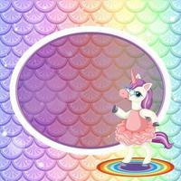 Plantilla de marco ovalado sobre fondo de escamas de pez arco iris pastel con lindo personaje de dibujos animados de unicornio vector