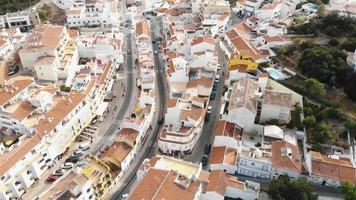 revelação da costa atlântica e da paisagem marinha na cidade de carvoeiro no algarve, portugal