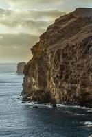 acantilados de la costa norte de gran canaria foto