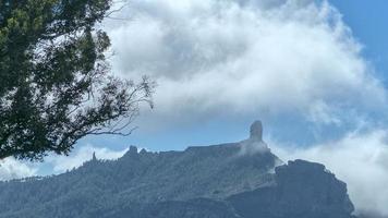 Montaña roque nublo en gran canaria foto
