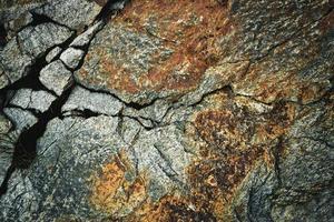roca de granito oxidada foto