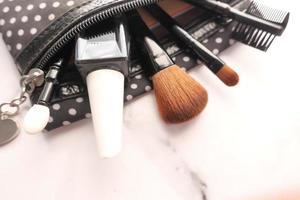 vista superior de la bolsa de maquillaje foto