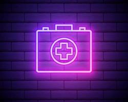 Icono de botiquín de primeros auxilios de línea de neón brillante aislado sobre fondo de pared de ladrillo. cuadro médico con cruz. Equipo medico para emergencias. concepto de salud. ilustración vectorial