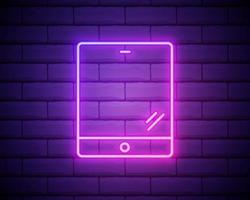 icono de tableta de computadora. colorido icono de neón rosa en el fondo de la pared de ladrillo oscuro. iluminación. ilustración. vector