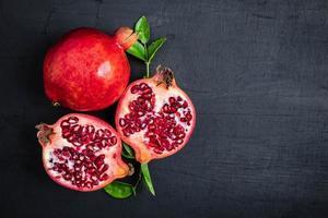 vista superior de la fruta de la granada foto
