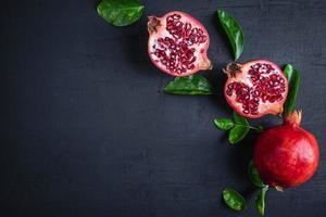 fruta de granada con espacio de copia foto