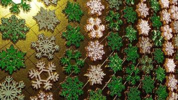 Luzes brilhantes de floco de neve em 3D cintilam com partículas douradas