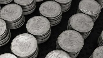 câmera girando sobre pilhas de moedas