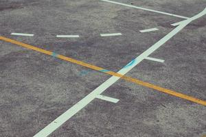 Cancha de baloncesto de la calle de líneas y marcas. foto