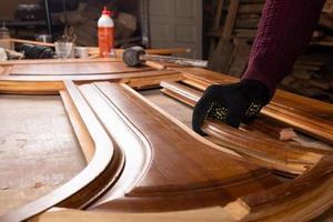 restauración de puertas de madera, reparación y restauración de muebles foto