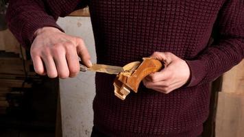restauración y reparación de muebles de madera foto