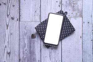 teléfono inteligente con pantalla vacía foto
