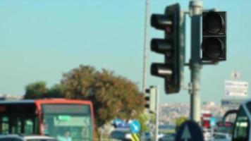 o sinal de trânsito na cidade
