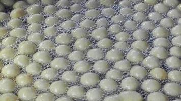 beignet traditionnel turc appelé lokma video
