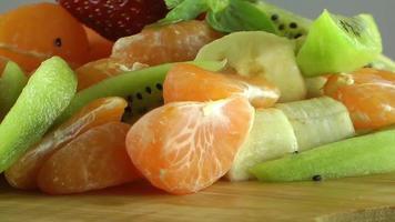 tangerina kiwi morango e banana