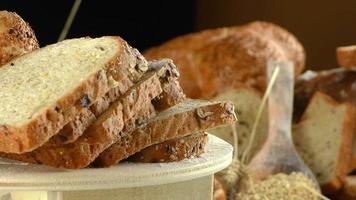 fatias de pão orgânico fresco video