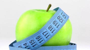 manzana verde fresca y medida video