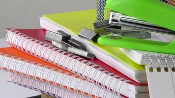notebooks e equipamentos básicos para escola e escritório