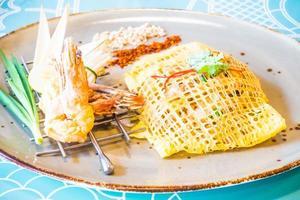 pad thai fideos foto