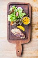 Filete de foie gras con verduras y salsa dulce