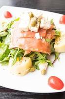 ensalada de salmón ahumado