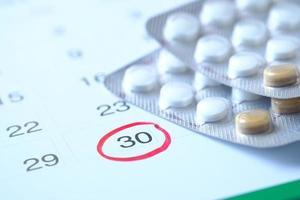 píldoras anticonceptivas y calendario foto