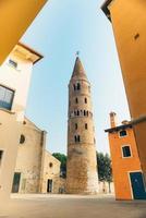 Campanario del Duomo Santo Stefano en Caorle Italia