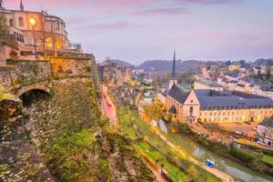 Horizonte del casco antiguo de la ciudad de Luxemburgo desde la vista superior