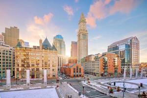 Horizonte del centro de Boston al atardecer en Massachusetts